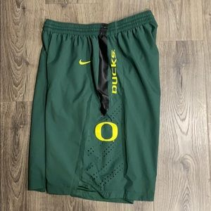 Nike Oregon Duck basketball shorts XL